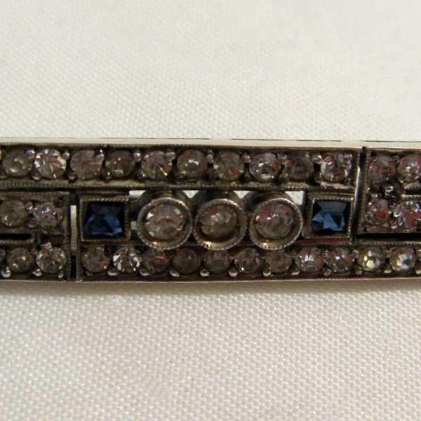 (bro1010)Silver brooch and synthetic stones.