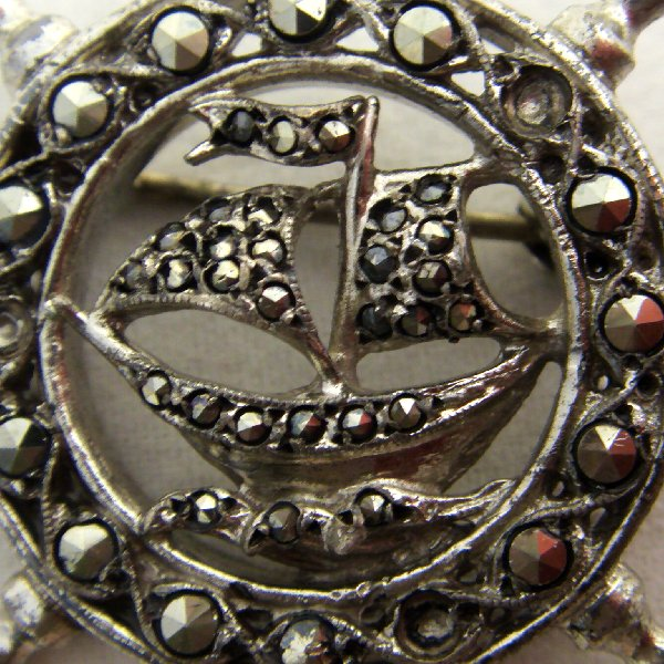 (bro0808)Silver brooch with marquesitas.