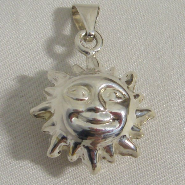 (p1022)Pendant in inflated silver, motif Sun.